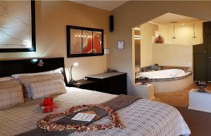 Romantic Getaways at Riverview Rise Retreats - Kalgoorlie Accommodation